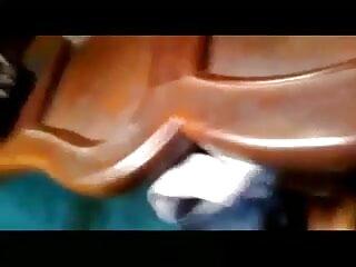गुलाबी पैंटी में गंदी सेक्सी मूवी फिल्म हिंदी में लड़की। जॉय
