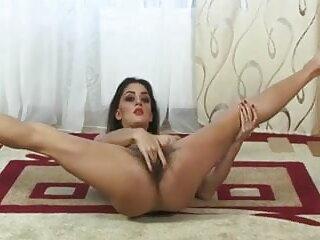 गर्म शौकिया अश्लील में busty शौकिया एमआईएलए से handjob सेक्सी मूवी वीडियो हिंदी में