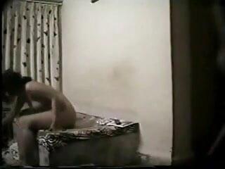 पूलसाइड एमआईएलए मूवी सेक्सी वीडियो में