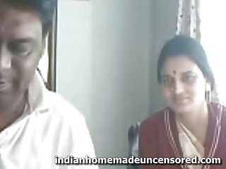 प्यारा गोरा फुल सेक्सी फिल्म वीडियो में Tabitha एक बड़ा dildo के साथ खेलता है
