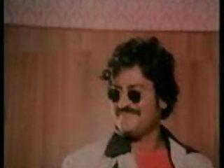 वह गधे के हिंदी में सेक्सी मूवी वीडियो लिए चिकनाई के रूप में सह का उपयोग करता है