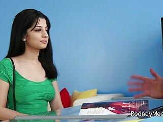 बिग Titted सिएरा और सोफी एक मुर्गा साझा सेक्सी मूवी वीडियो हिंदी में करें