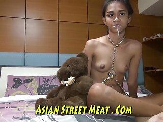 युवा श्यामला मालिश और उचित गड़बड़ हिंदी में सेक्सी वीडियो मूवी करने के लिए तेल के साथ लिपटे