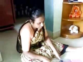 बैक यार्ड में नारंगी डिल्डो सेक्सी मूवी वीडियो हिंदी में