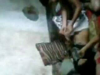 सीमा हिंदी सेक्सी मूवी वीडियो में शुल्क कर्मचारी गैंगबैंग 1