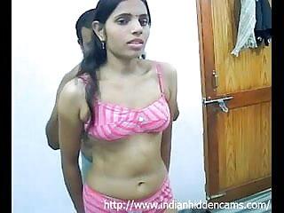 पूल हिंदी में सेक्सी फिल्म मूवी द्वारा हॉट बेब स्ट्रिप और टॉय को उसकी चूत के साथ तय करता है