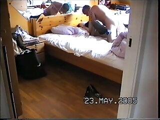 फिशनेट बॉडीस्टॉकिंग सेक्सी वीडियो में हिंदी मूवी में श्यामला बेकार है और एक सोफे पर तीन लंड लेता है