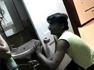 हॉर्नी टीन बेब हो जाता है गड़बड़ सेक्सी हिंदी मूवी में में स्कूल
