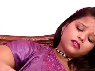हॉट नॉर्थइंडियन बी ग्रेड सेक्सी हिंदी मूवी में एक्ट्रेस ने अपने बूब्स और चूत का पर्दाफाश किया