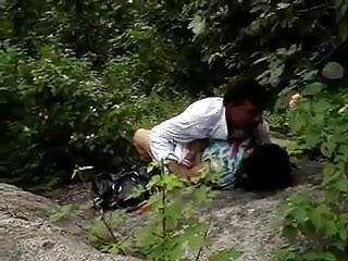 ईव लॉरेंस मूवी सेक्सी वीडियो में पूलसाइड