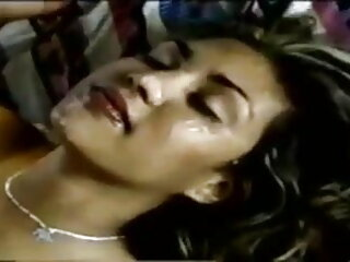 फूहड़ बकवास और गड़बड़ सेक्सी हिंदी मूवी में हो