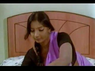 गर्म n मूवी सेक्सी वीडियो में प्यारा लड़की एक कुर्सी पर हस्तमैथुन करता है